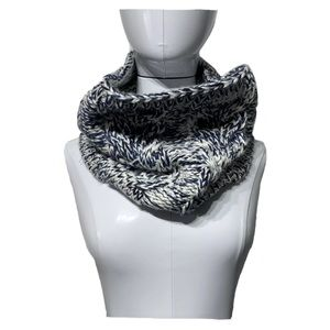 Gap Thick Chunky Sweater Knit Infinity Loop Scarf